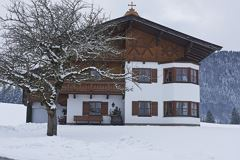 Apartmenthaus im Winter
